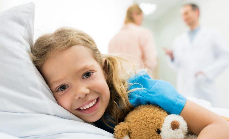Χαμογελαστό κορίτσι - Επεμβάσεις παίδων - Δρ Ιωσήφ Βιτάλ